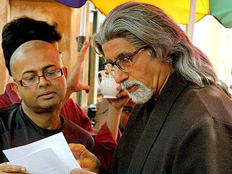 Rituparno Ghosh - Rituparno Ghosh with Amitabh Bachchan (right) at the set of The Last Lear