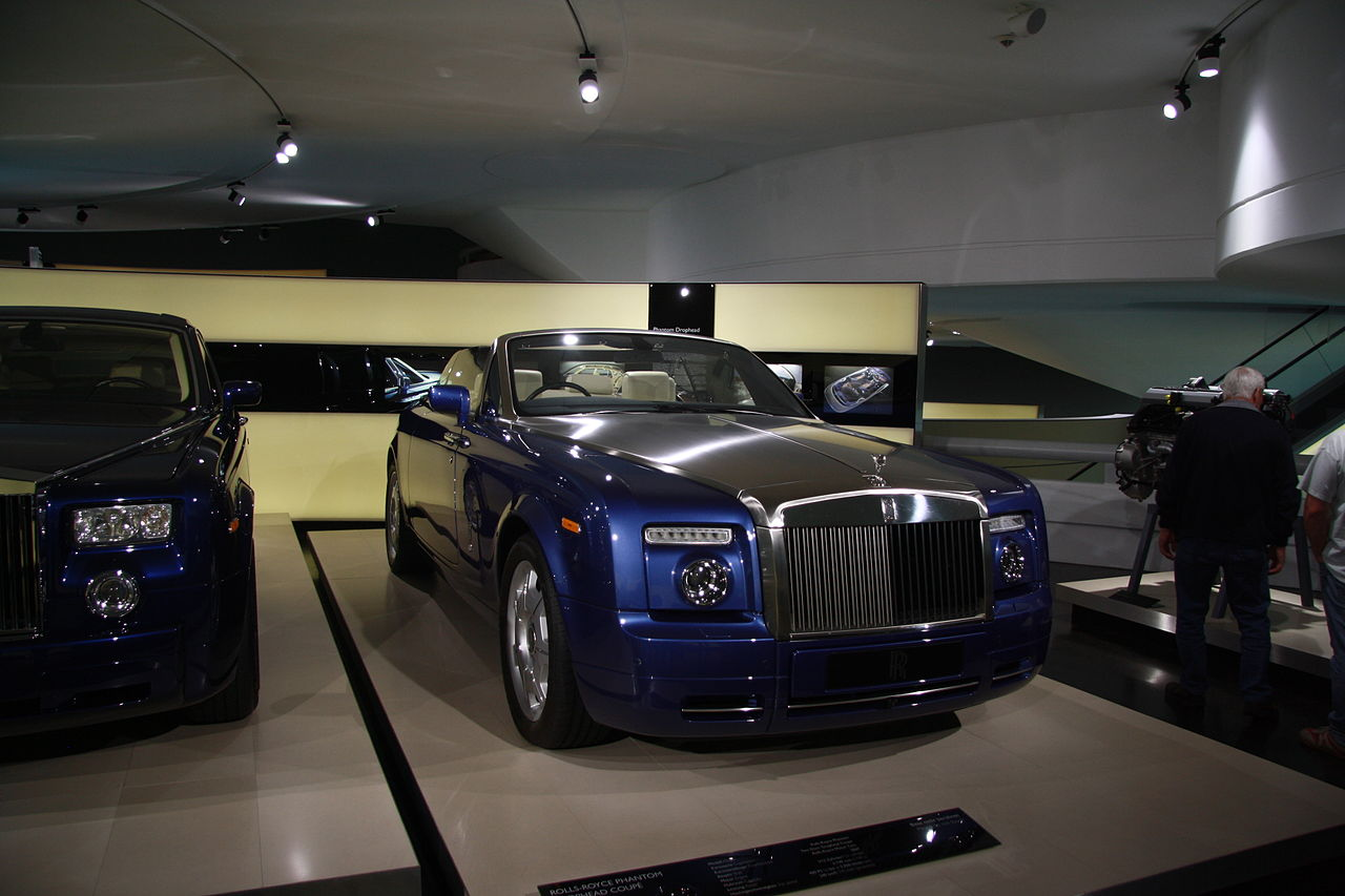 file rolls royce phantom drophead coup in bmw museum in munich bayern jpg wikimedia commons. Black Bedroom Furniture Sets. Home Design Ideas