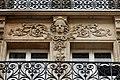 Rue des Vinaigriers (Paris), numéro 57, linteau 01.jpg