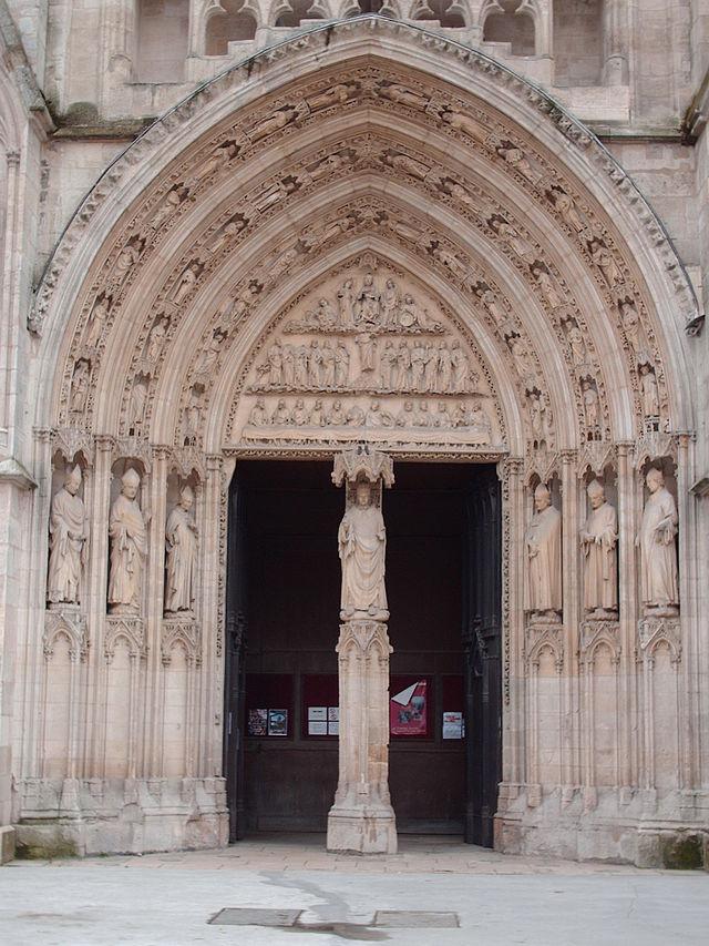 Portail royal de la cathédrale de Bordeaux, restauré, par Yoann Abadie — Travail personnel - https://fr.wikipedia.org/wiki/Cath%C3%A9drale_Saint-Andr%C3%A9_de_Bordeaux#mediaviewer/Fichier:Saint_Andr%C3%A9_002.JPG