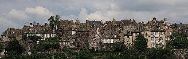 Villes et villages de charme du Cantal 800px-Salers_3