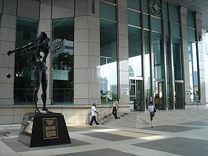 UOB Plaza - Image: Salvador Dalí, Homage to Newton (1985, UOB Plaza, Singapore) 20051007