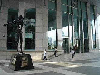 UOB Plaza - Image: Salvador Dalí, Homage to Newton (1985, UOB Plaza, Singapore) 20051007