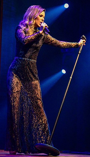 Sandy (singer) - Sandy during her Meu Canto tour in São Paulo, 2017.