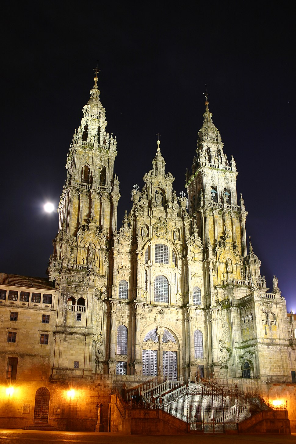 A Catedral durante a noite.