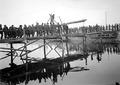 Sappeure beim Bau einer Kolonnenbrücke - CH-BAR - 3238047.tif