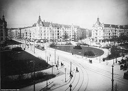 Savignyplatz  [Public domain], via Wikimedia Commons
