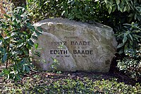 Schleswig-Holstein, Kiel, Nordfriedhof NIK 1208.jpg