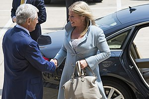 Jeanine Hennis-Plasschaert - Jeanine Hennis-Plasschaert with United States Secretary of Defense Chuck Hagel on 22 May 2013.