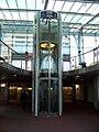 Střížkov, stanice metra, výtah na nástupiště směr Letňany.jpg