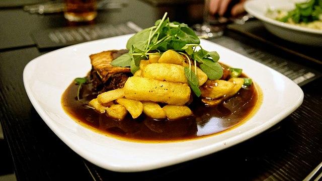 File:Steak and kidney pie at the White Hart Inn, Moreton ...