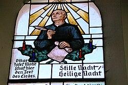 Stille Nacht Kapelle Glasfenster Josef Mohr.JPG