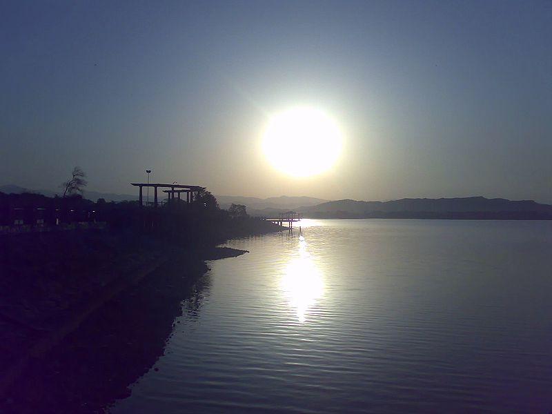 File:SunrisesatRawalLakeIslamabad.jpg