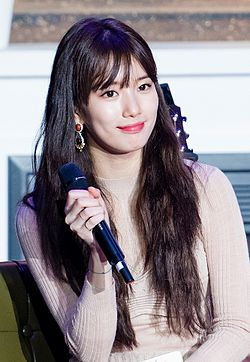 Suzy at her first fanmeeting, 16 October 2016 19.jpg