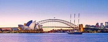 La baie de Sydney, avec l'opéra, œuvre de Jørn Utzon, et l'Harbour Bridge. (définition réelle 7520×2972)