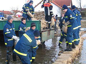 THW Tauwettereinsatz OV-Pfaffenhofen 03 2006.jpg