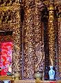 Taipeh Guandu Temple Haupthalle Innen Säulen.jpg