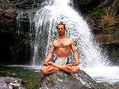Tanumânasî en Meditacion Loto Padmasana.JPG