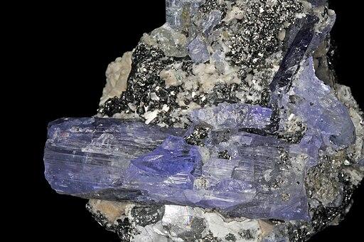 Tanzanite, graphite, laumontite 2