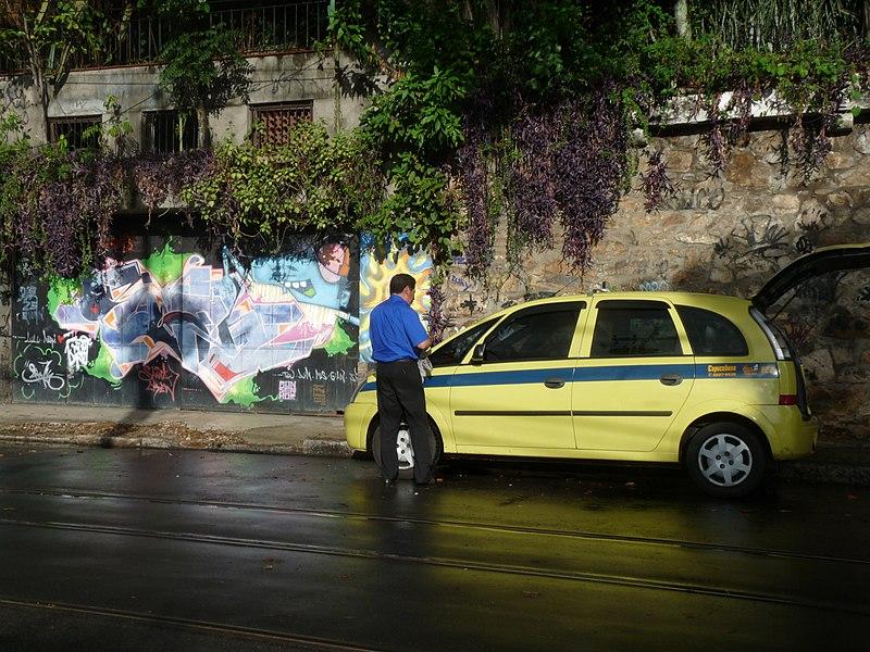 Como sair do aeroporto do Rio de Janeiro de táxi comum