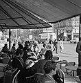 Terras van café-restaurant Deux Magots in Saint-Germain-des-Prés, Bestanddeelnr 254-0438.jpg