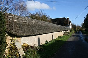 Appleford-on-Thames - A thatched wall in Church Street