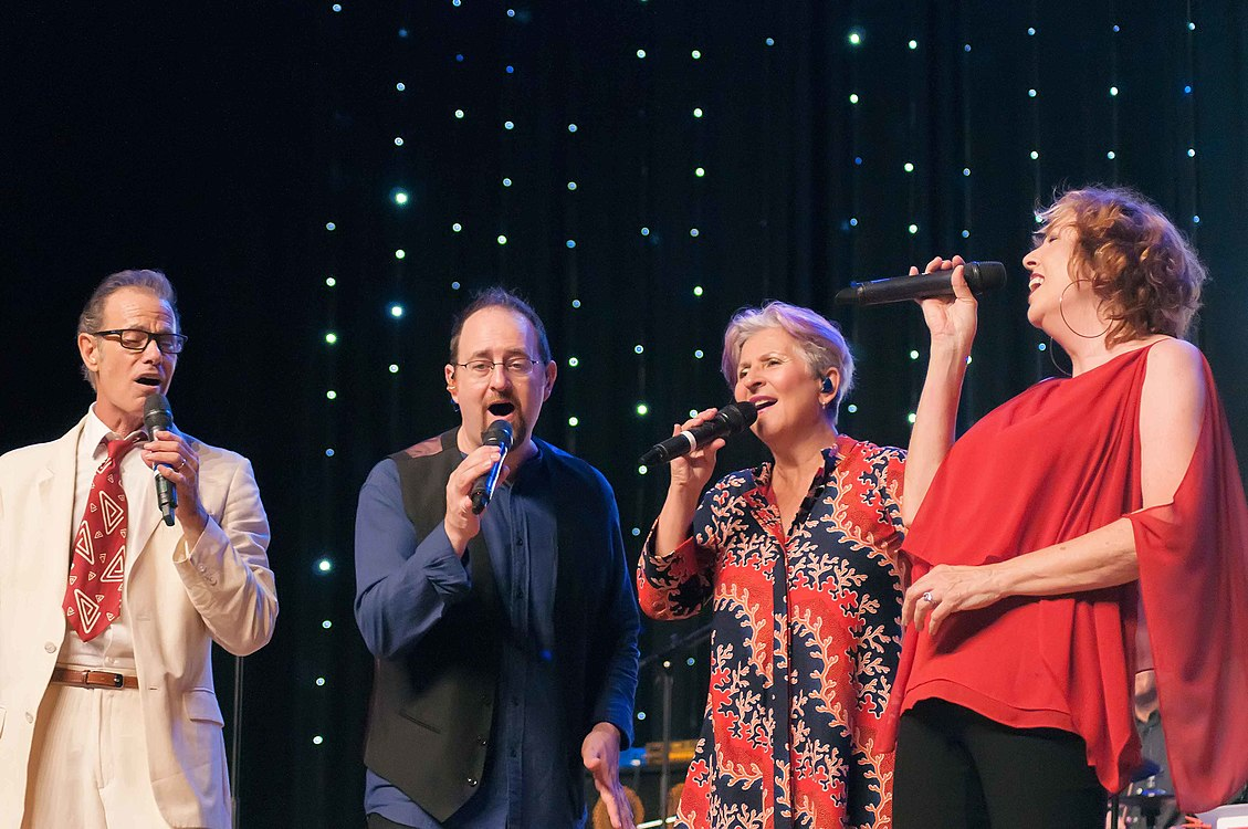 The Manhattan Transfer concert 12.jpg