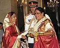 The President, Smt. Pratibha Devisingh Patil presenting the Padma Shri Award to Smt. Usha Uthup, at an Investiture Ceremony II, at Rashtrapati Bhavan, in New Delhi on April 01, 2011.jpg