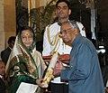 The President, Smt. Pratibha Devisingh Patil presenting the Padma Vibhushan Award to Shri T. V. Rajeswarat, at an Investiture Ceremony I, at Rashtrapati Bhavan, in New Delhi on March 22, 2012.jpg