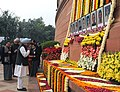 The Prime Minister, Dr. Manmohan Singh paying homage to the martyrs of the Parliament attack, in New Delhi on December 13, 2009.jpg