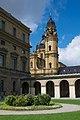 Theatinerkirche München vom Hofgarten aus.jpg
