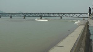 File:Tidalbore Mascaret Hangzhou china.ogv
