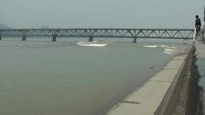 File:Tidalbore Mascaret Hangzhou china.ogv