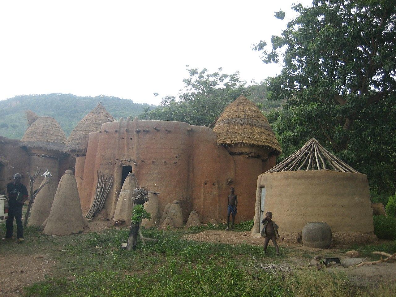 Rumah-rumah tradisional Taberma