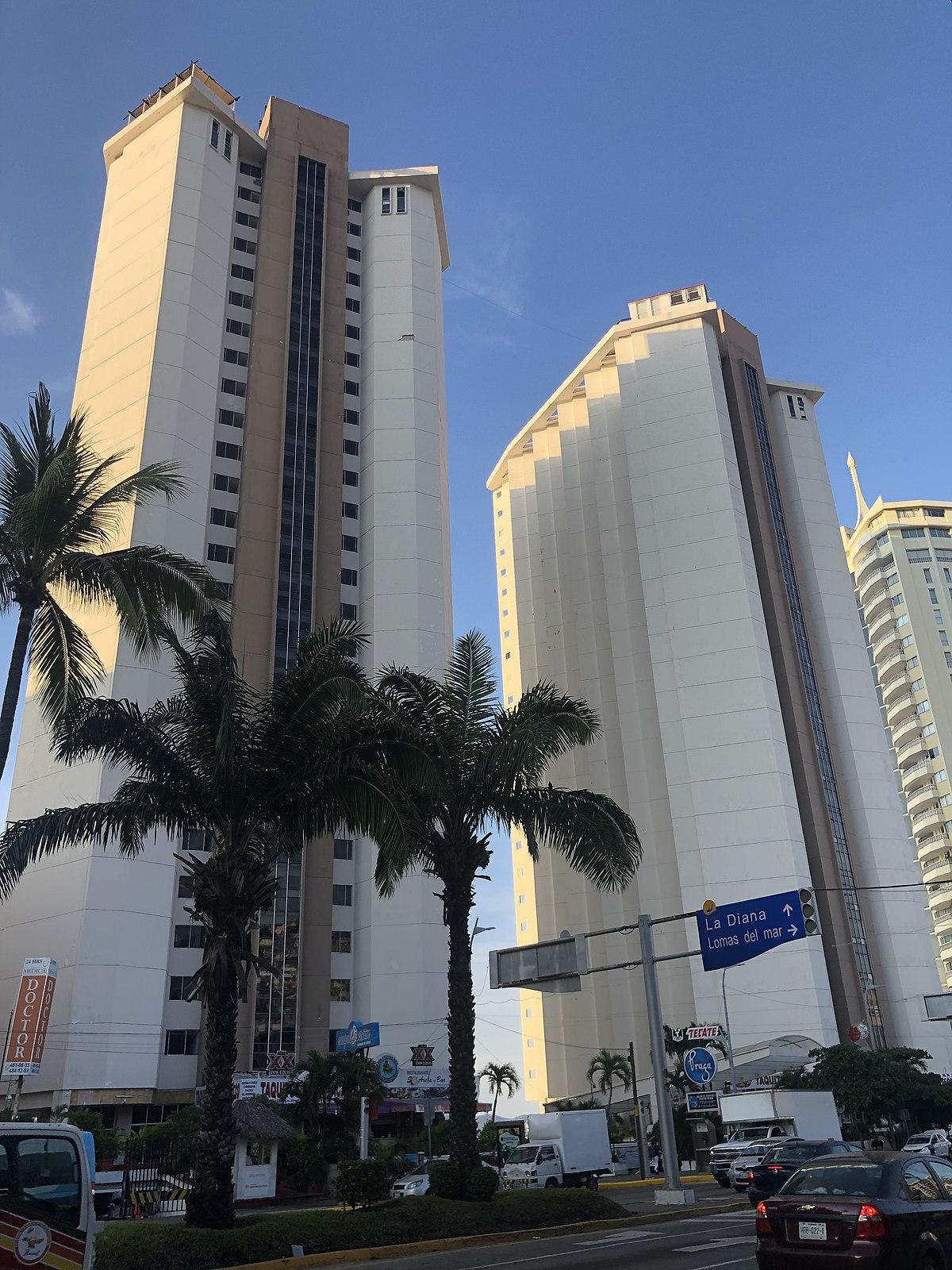 Mexicana en el hotel con el novio de su amiga - 2 part 2