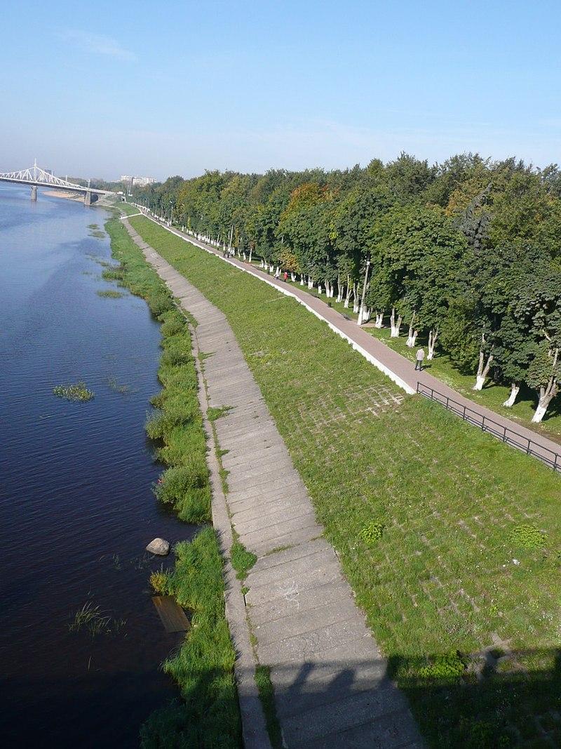 https://upload.wikimedia.org/wikipedia/commons/thumb/7/7d/Tver_embankment_1.jpg/800px-Tver_embankment_1.jpg