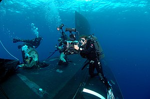 Navy diver (United States Navy) - Image: US Navy 071026 N 3093M 012 Mass Communication Specialist 2nd Class Kori Melvin documents Navy divers and special operators from SEAL Delivery Vehicle Team (SDV) 2 and Naval Special Warfare Logistics Support conducting Lock Out