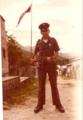 Un policía en la subestación de San Luis en Neiva, Huila, Colombia, 1983 (10691705964).png