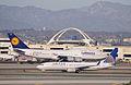 United Airlines - N16217 (8216931738).jpg