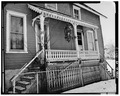 VIEW SOUTWEST, PORCH DETAIL ON NORTH SIDE - 3 Winding Way (House), Binghamton, Broome County, NY HABS NY,4-BING,17-3.tif