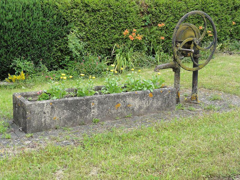 Vaucourt (M-et-M) pompe-fontaine