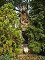 Velká nad Veličkou, pomník u kostela.JPG