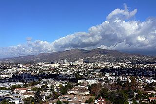 Verdugo Mountains south view Dec 2006.jpg