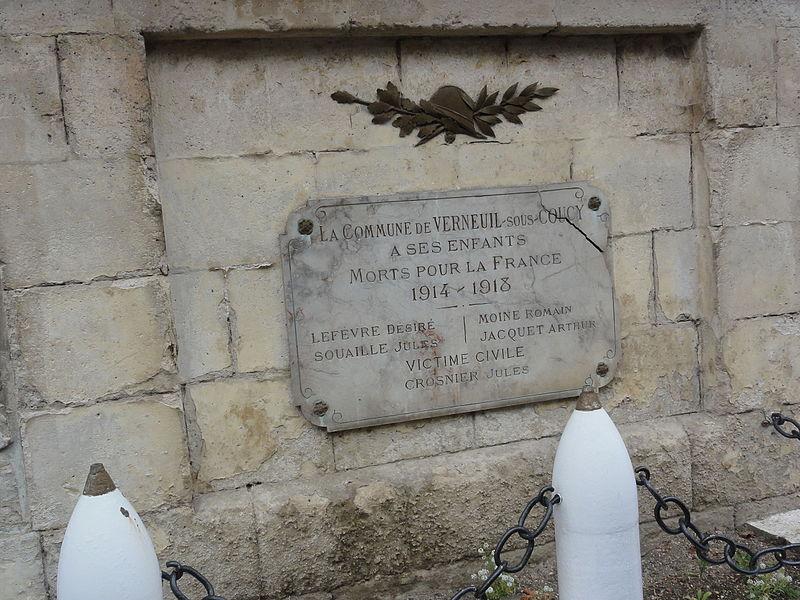 Verneuil-sous-Coucy (Aisne) plaque monument aux morts sur la mairie