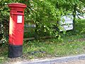 Victorian Handyside VR Post Box, Cobham KT11 - Flickr - sludgegulper.jpg