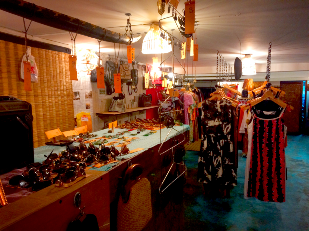 File:Vintage Clothing Store, Phnom Penh.png - Wikimedia ...