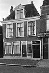 foto van Eenvoudig woonhuis met rechte kroonlijst