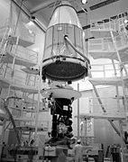 Voyager 2 atendante utilŝarĝan eniron en Titan IIIE/Centaŭroraketon