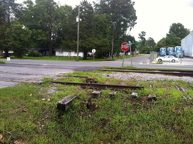 File:Wallace, NC June 2013, Derail in need of rerail. - panoramio.jpg