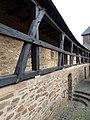 Wehrgang der Burg Hengebach - panoramio.jpg